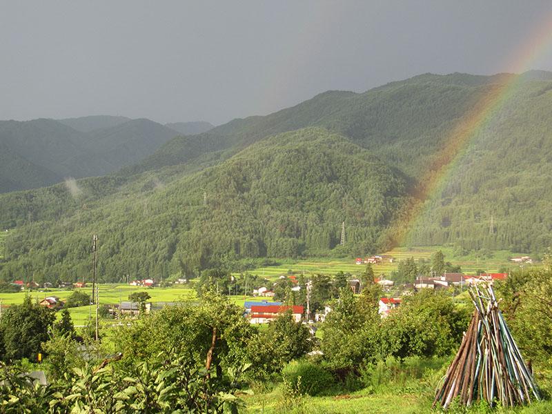 木島平にかかる虹